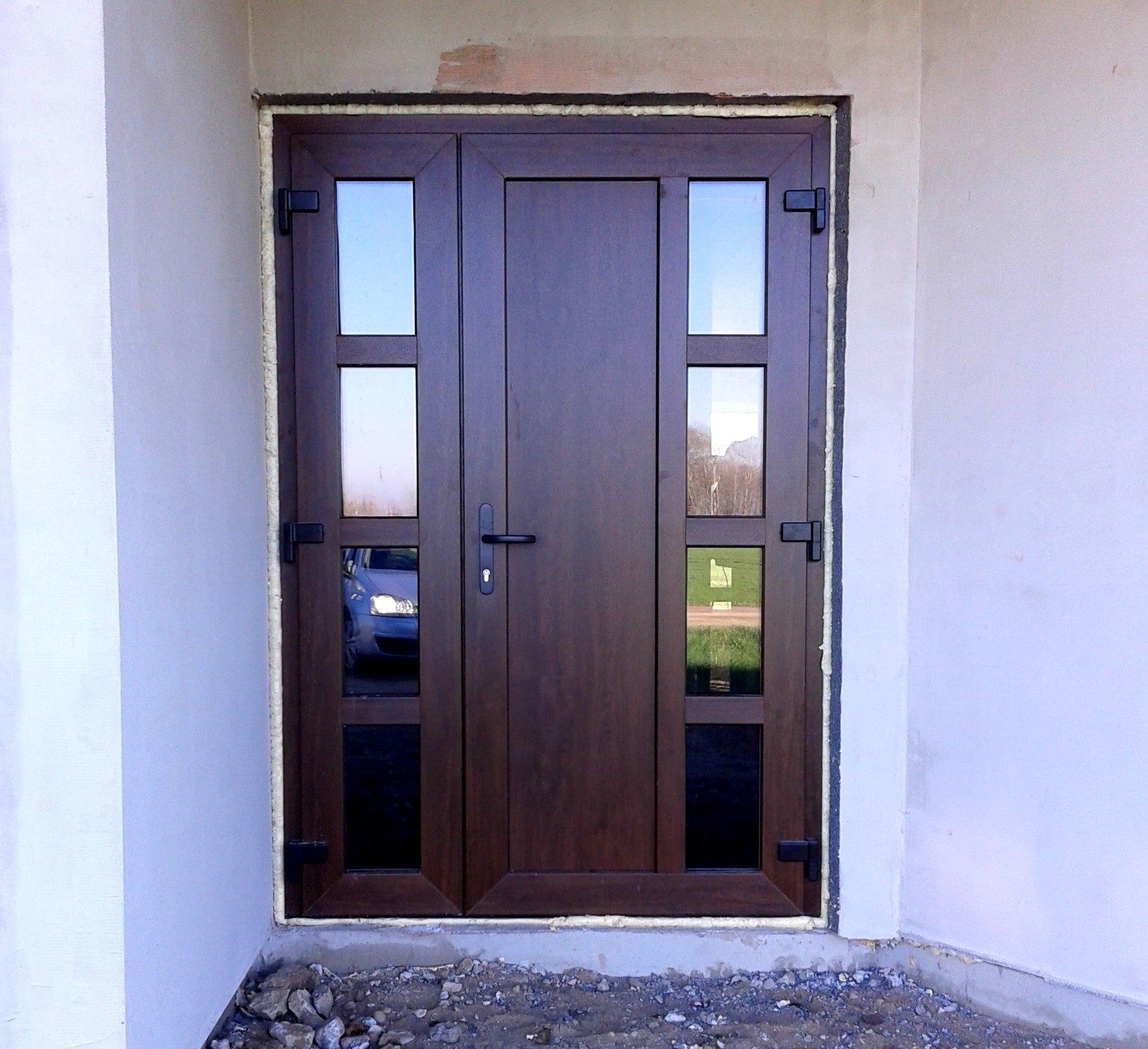 Пластиковые двери входные двухстворчатые фото